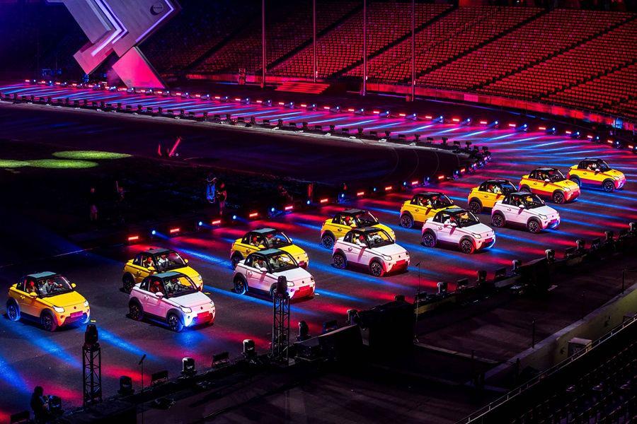 迈迈高调亮相赛麟品牌之夜,定义全新城市电动小跑车