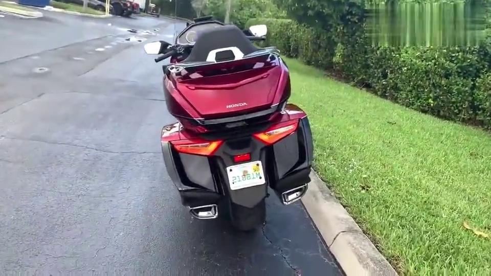 """摩托车界""""扛把子"""",本田金翼自动挡版,感觉如何?"""