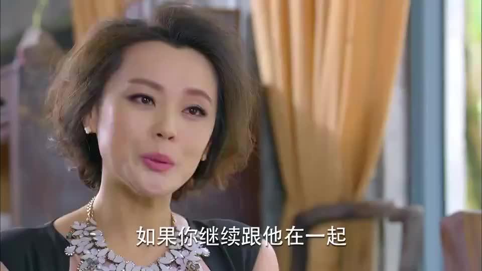 美女闻出富太太的香水味冒昧询问富太太怎料富太太却不搭理她