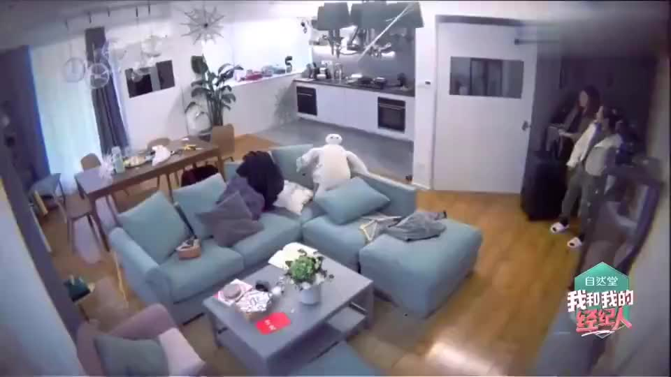 我和我的经纪人张雨绮帮杨天真整理房间挂衣服要分色系哈哈哈