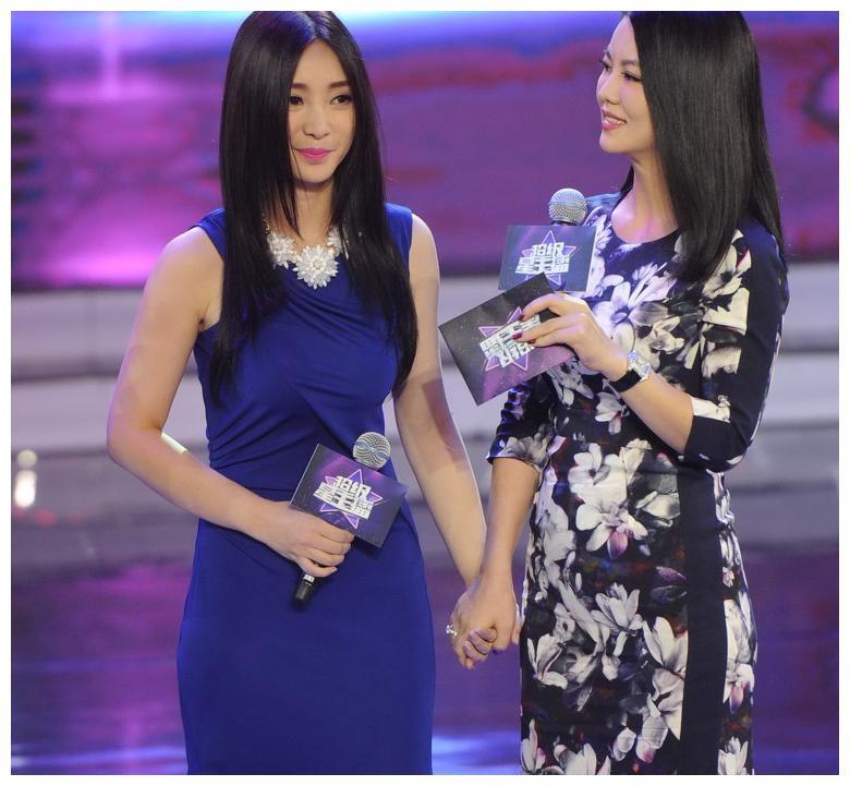 李湘柳岩同台出席活动总决赛 网友:一个气质高,一个优雅美