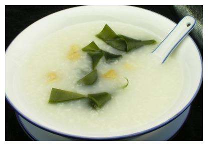 煮粥时,加点海带,常吃能预防动脉硬化、降低胆固醇,早吃早好