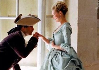 """不知人间疾苦,对珠宝等需索无度,被法国人称为""""赤字王后"""""""