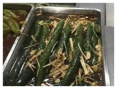 """学校又出""""暗黑特色菜"""",名副其实的凉拌黄瓜,榴莲盖浇饭还有谁"""