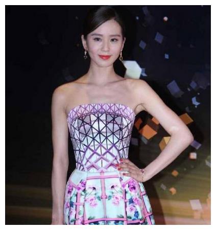 女明星体重:刘诗诗89斤,郑爽88斤,而她瘦到礼服要别夹子!