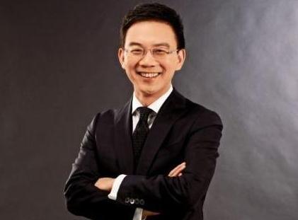 央视前主持人郎永淳,为妻治病转战金融业,儿子高大帅气赢过老爸