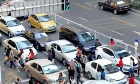 行人闯红灯被撞死,车主需要承担责任吗?交警亲口说出答案