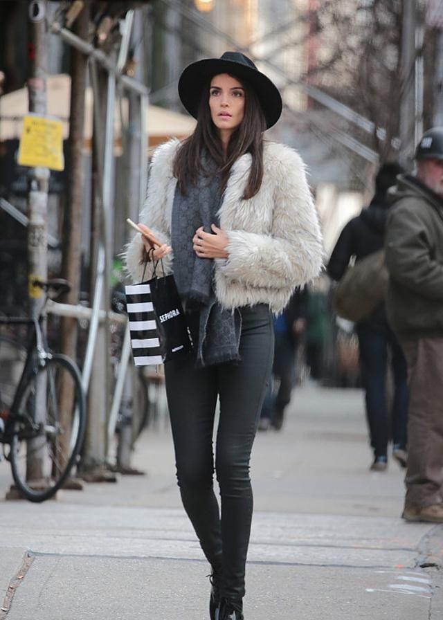 时尚潮流街拍包罗了很多流行元素,一起看看达人们怎么诠释的吧!