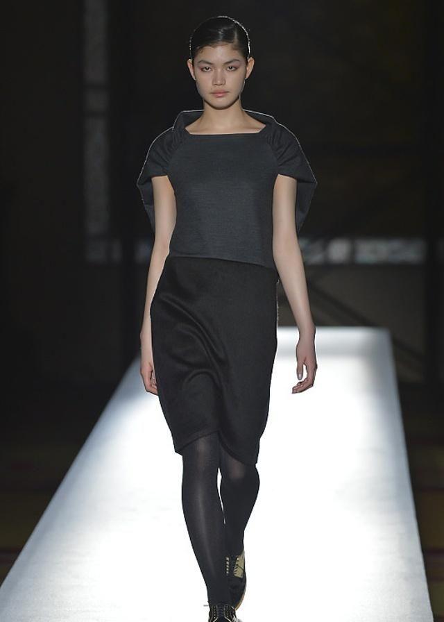 时装周:时装周美女众多,她们的穿搭也总是走在潮流的前沿