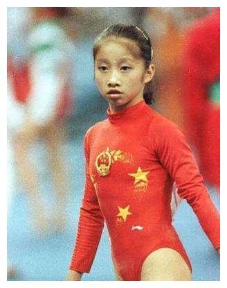 前奥运冠军陆莉现状,十八岁因伤退役,嫁美国体操名将生活很幸福