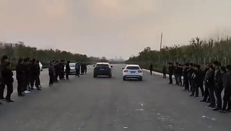视频:长城VV7对战奔驰,一起步就把奔驰给秒了,国产车终于雄起了!