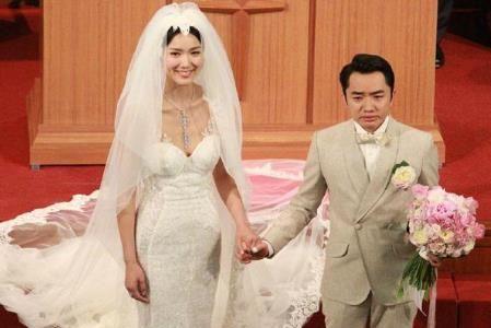 李亚男微博晒孕期与老公写真超温馨,王祖蓝肚子居然和老婆一样大