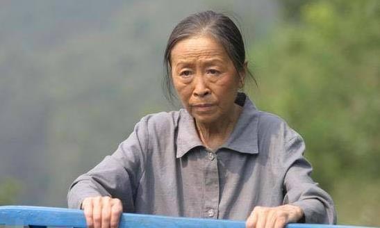 83岁丑娘张少华现状,耄耋之年却过得凄惨,瘦成皮包骨让人心疼
