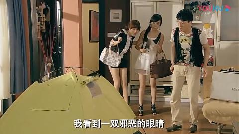 爱情公寓:曾小贤拉链装反把自己困在帐篷里,大家好奇他怎么进去