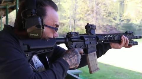 大名鼎鼎的一款步枪实弹 射击威力大精准度高