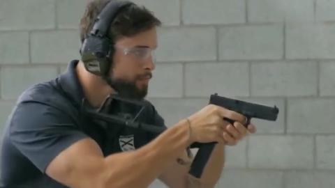 大名鼎鼎的一款手枪实弹 射击射速极快 爆发力强