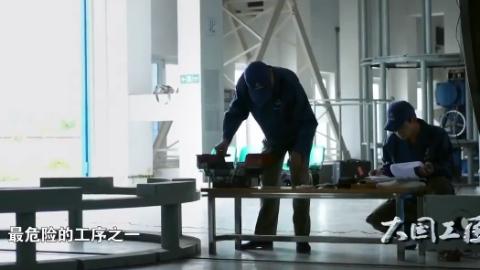 """中国工匠,""""火药雕刻大师""""手工雕刻火箭发动机固体火药"""