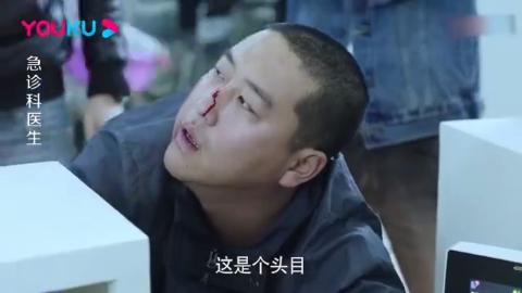 影视:警察带人贩子看病,结果女护士一听,手上的力度都加大了!