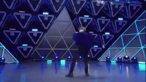《偶像练习生》蔡徐坤唱跳合一的舞台表演