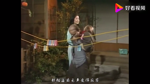 邓丽君正在唱歌不料日本秃头大叔总是捣乱邓丽君被气炸了
