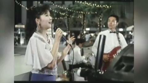 离婚大战:蔡明献唱经典老歌《弯弯的月亮》,可惜心爱的人生病了