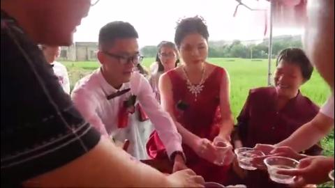 广西农村小伙结婚,新郎家境贫寒是大学生,娶个漂亮新娘是真爱