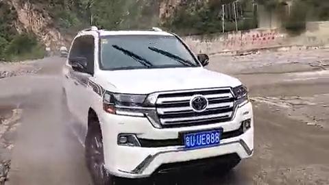 视频:驾驶兰德酷路泽进藏,这性能你还会去考虑路虎揽胜吗?