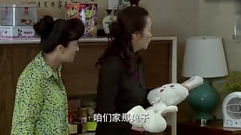 辣妈正传:妈妈脑子里只有孙女,还专门捡个玩偶回来