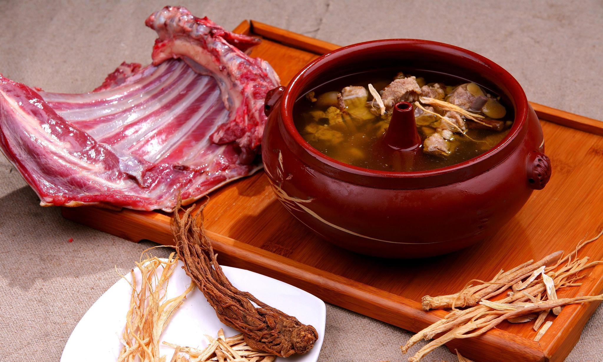 汽锅蒸药膳羊肉排骨汤,滋补润肺,这样做可以收藏