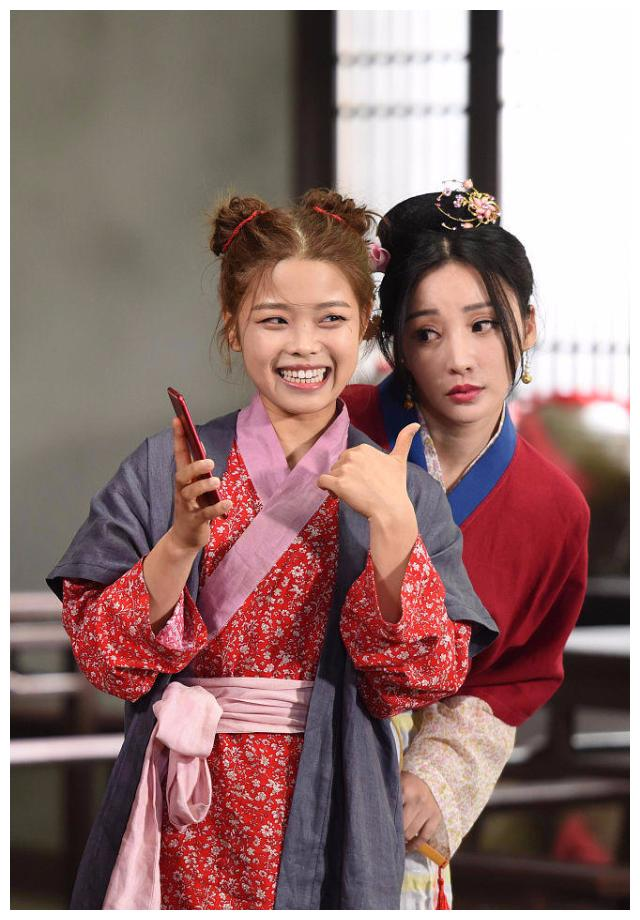 柳岩神还原佟湘玉形象,王莎莎长大后再演莫小贝