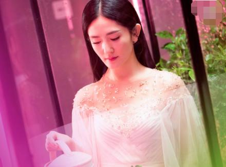 谢娜自曝娱乐圈潜规则,杨紫闺蜜16岁就遭遇同样经历,令人唏嘘