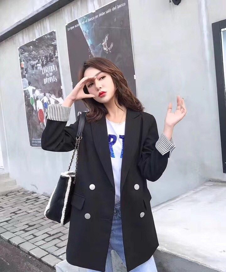 修身小V领西装外套,职场女性最爱的穿搭,你会这样穿吗?