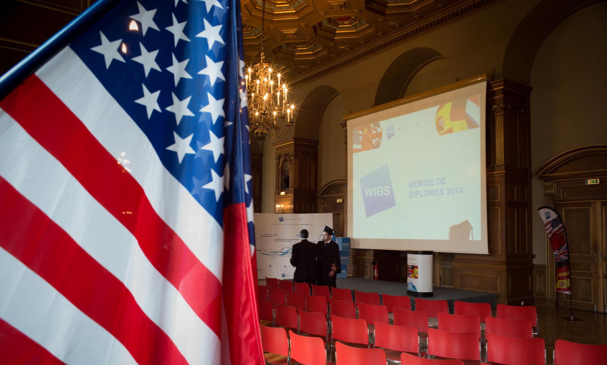 法国巴黎维莱尔国际商学院毕业典礼现场