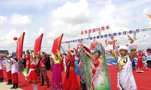 鹤岗市萝北第二十届中俄犹国际戏水狂欢节开幕