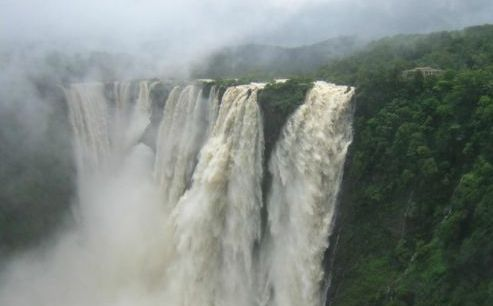 在我们所有的星球奇观中,瀑布可以说是最壮观的!