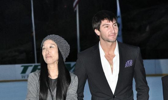 34岁奥运冠军和70岁富婆分手,相恋6年身心疲惫,已和新女友订婚