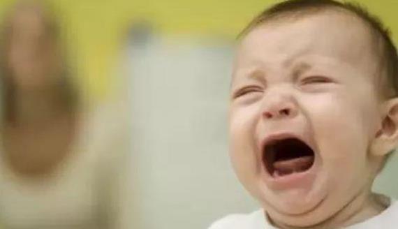 宝宝洗澡哭闹怎么办?原来是安全感不足!3招让宝宝爱上洗澡