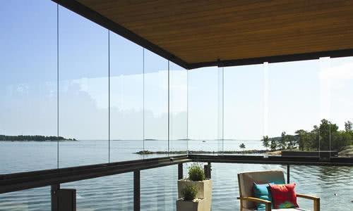 封阳台不要用铝合金窗,有钱人都用这种材料代替,好看实用又大气