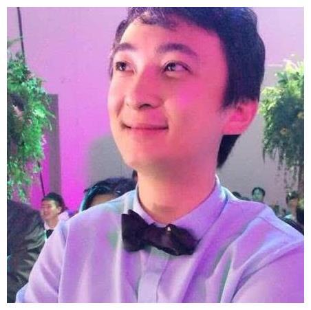 邓伦公开父母身份,王思聪都要敬让三分,网友:难怪看不上杨紫!
