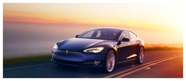 Model S全新升级,更简约的内饰以及更大的续航里程