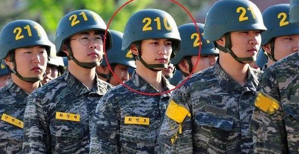 """崔珉豪""""当兵照片""""掀热议,军装超帅气根本像拍电影啊"""