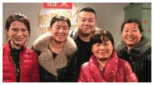岳云鹏一家全是脸,贾静雯一家全是眼睛,你最喜欢哪一家?