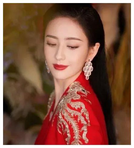 """春晚遇见涅槃重生的佟丽娅,她终于担得起那句""""老娘天下最美"""""""