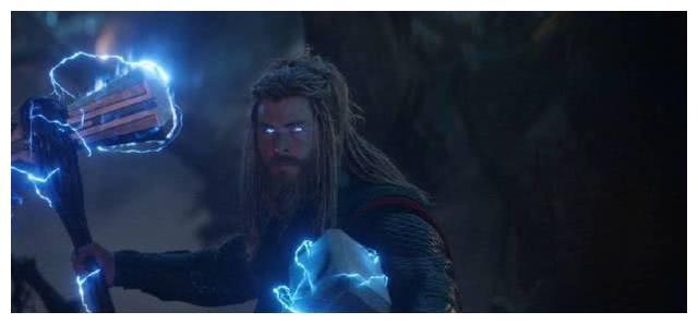 雷神第一把武器并非雷神之锤,是《复联4》暴风战斧原型