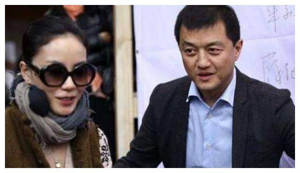 """新恋情遭曝?李亚鹏隔空""""撩""""王菲:你做传奇,我过普通日子!"""