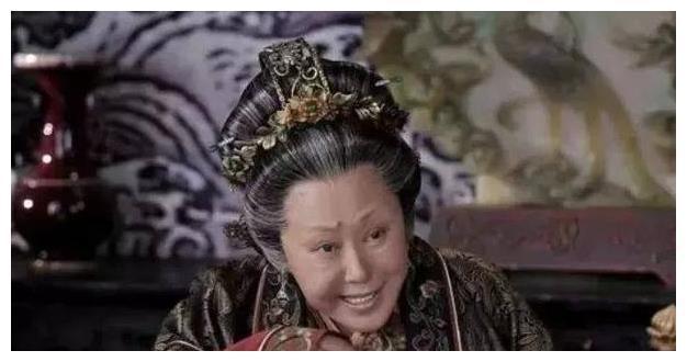 她是骆驼祥子里的虎妞,是傲气的西北老太,却因为家暴,多次离婚