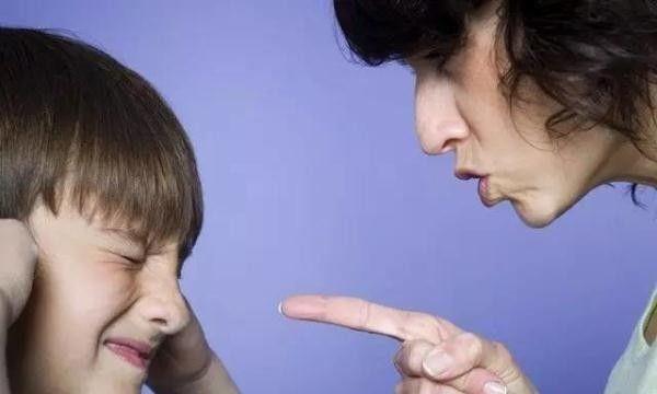 毁掉孩子自信心的6句话,句句像刀子,很多父母天天挂嘴边