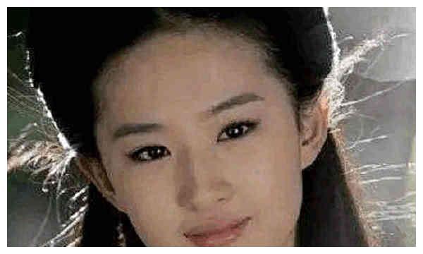 刘亦菲的丹凤眼赵丽颖的葡萄眼胖迪的桃花眼,都比不上她的近视眼