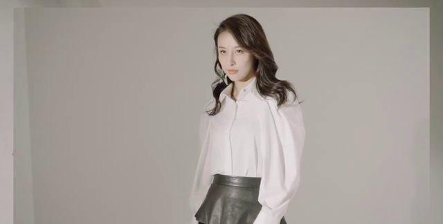 贾青,俊美面容标致身段时尚服饰搭配,展现大气的潮流时尚风格