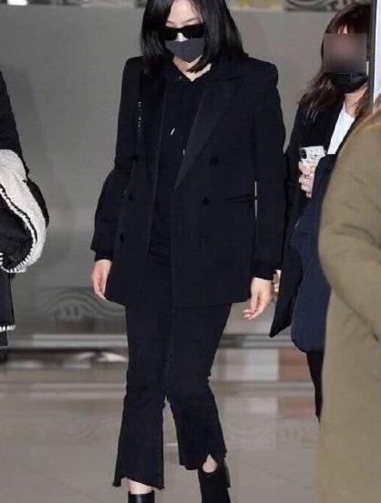 宋茜一身黑衣到韩国为雪莉吊唁,郑秀晶也被曝在灵堂痛哭